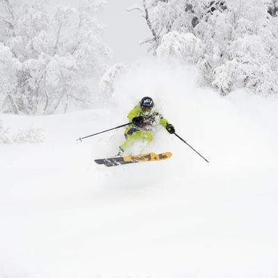 👉 skier : @j.colonge 👉 Binding : Bombproof Plum PIKA . . . #freeride #backcountryskiing #skitouring #powder #skiporn #madeinfrance #ski #plumbinding #lightgear #stronggear