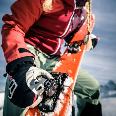 Powder gun ready for another powder run 🤙 . . 📸@maxdraeger_visuals ⛷️@koasa_katl Binding : Summit 12 Stopper . . #plumbindings #plumsummit #madeinfrance #backcountryskiing #powder #ski #skitouring #skiderando #freetouring #freerando #skimo