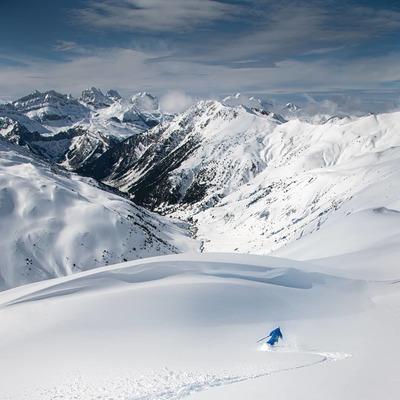 Downhill mode ✅A selection of some of the best downhill shots of this past winter 20/21Photo credit 📷 @peio_gaillard @bentibbettsphotography @aaronrolph @aurore_valance_photographySkier⛷ @bastien__fleury @gharleaux @aymeric_cloerec . . . . #winter #downhill #skimo #skimountaineering #photography #mountainlovers #backcountrygear #tracks #powder #plumfamily #plumbindings #plumfixations