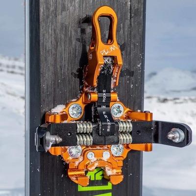 Who wants to STEP-INto this OAZO ? Qui a envie de chausser l'OAZO ? . . . 📸@confessionsofaskibum #lightgear #lightandstrong #skimo #backcountryskiing #skitouring #madeinfrance #plumbindings #plumoazo #fastandlight