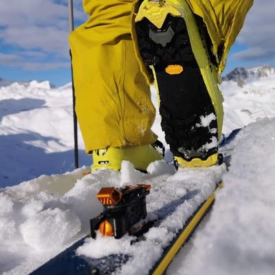 OAZO 8 will get you up (almost) effortless Montez (presque) sans effort avec la OAZO 8 . . 📸@aymeric_cloerec in @tignesofficiel #lightgear #skitouring #skimo #freerando #freeride #backcountryskiing #madeinfrance #skiderando
